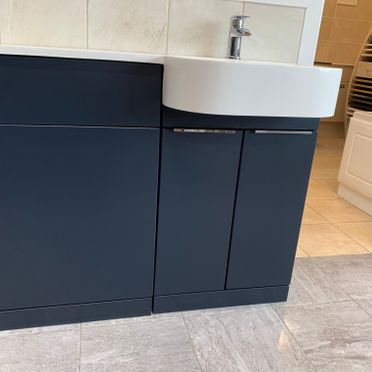 P Shape Combination Unit (LH/RH) In Indigo Matt( Available in HGW, Pearl Grey Matt, Bodega Grey).Overall Length 101cm. Made Up Of 500 WC Unit & 500 Basin Unit)