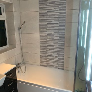 Delta 1650 Plain Bath, With Italian Best Wall Ice Tiles As A Feature